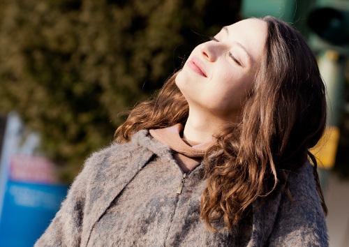 Natürlich schönes Haar: hingebungsvolles Bürsten & shampoofreies Waschen